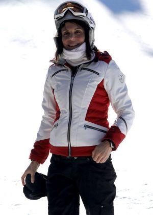Bethenny Frankel - Snowboarding in Aspen