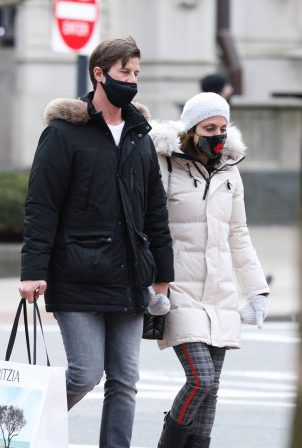Bethenny Frankel - With Paul Bernon holding hands while out in Boston - Massachusetts