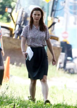 Betty Gilpin on the set of 'Isn't It Romantic' in New York ...