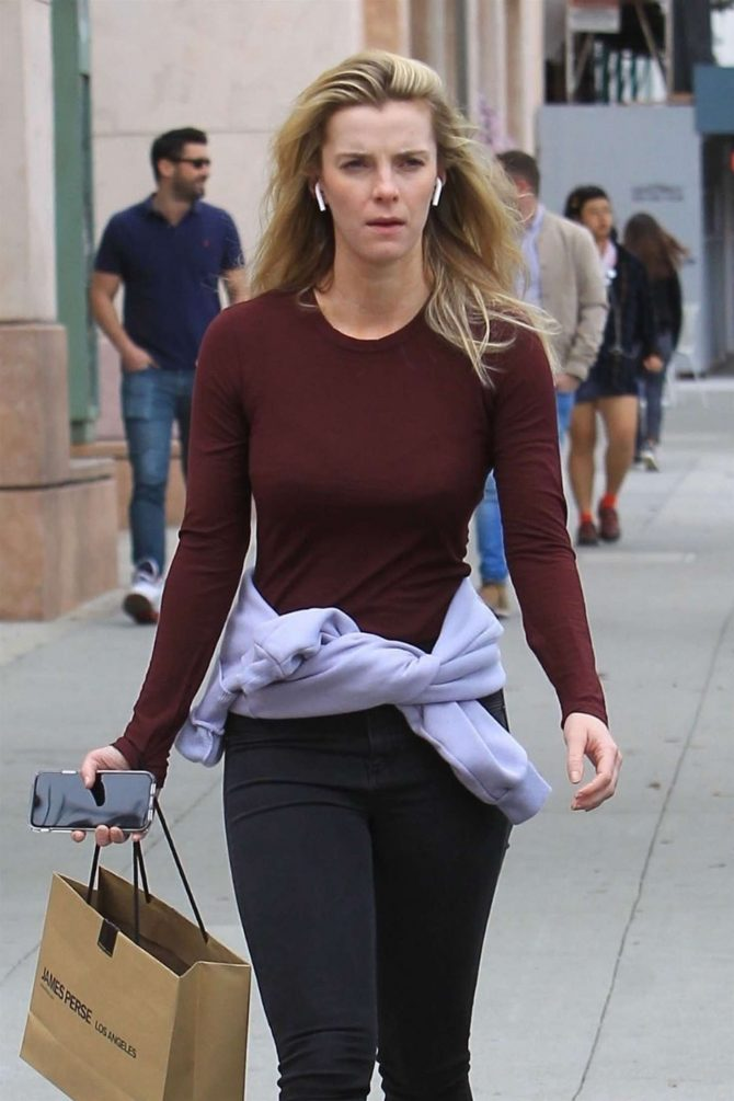 Betty Gilpin - Shopping in Beverly Hills