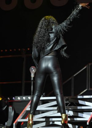 Beverley Knight Performing At The Palladium In London