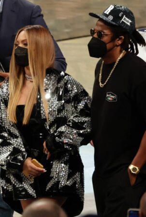 Beyoncé and Jay-Z - Watch the Milwaukee Bucks vs Brooklyn Nets game in New York