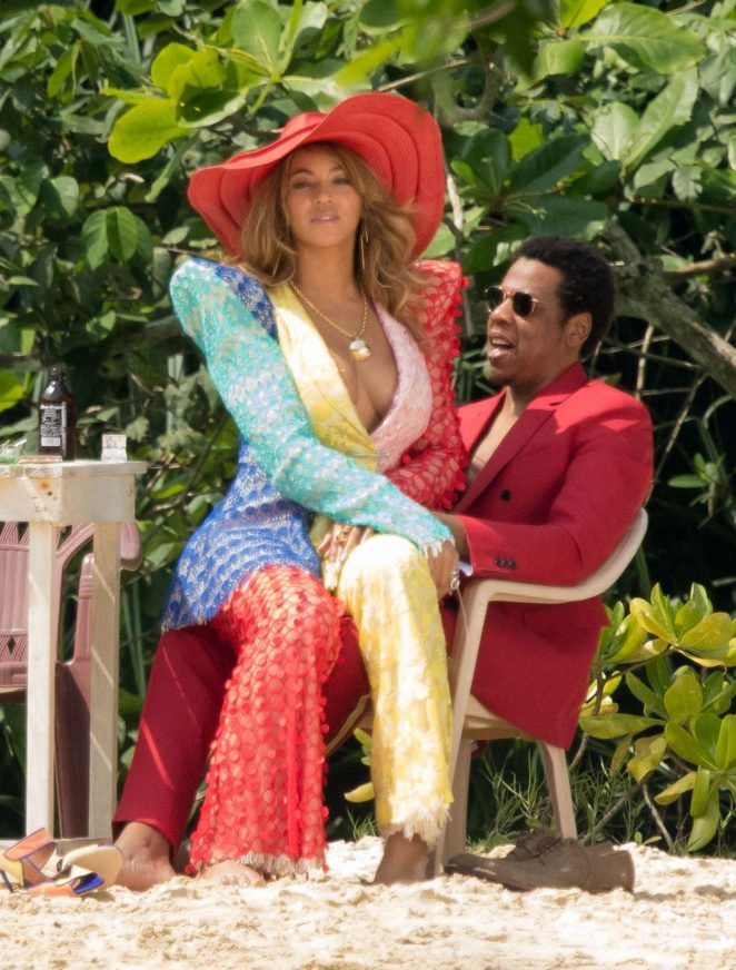 Beyonce and Jay-Z look - Filming 'Crazy in love' on the beach in Jamaica