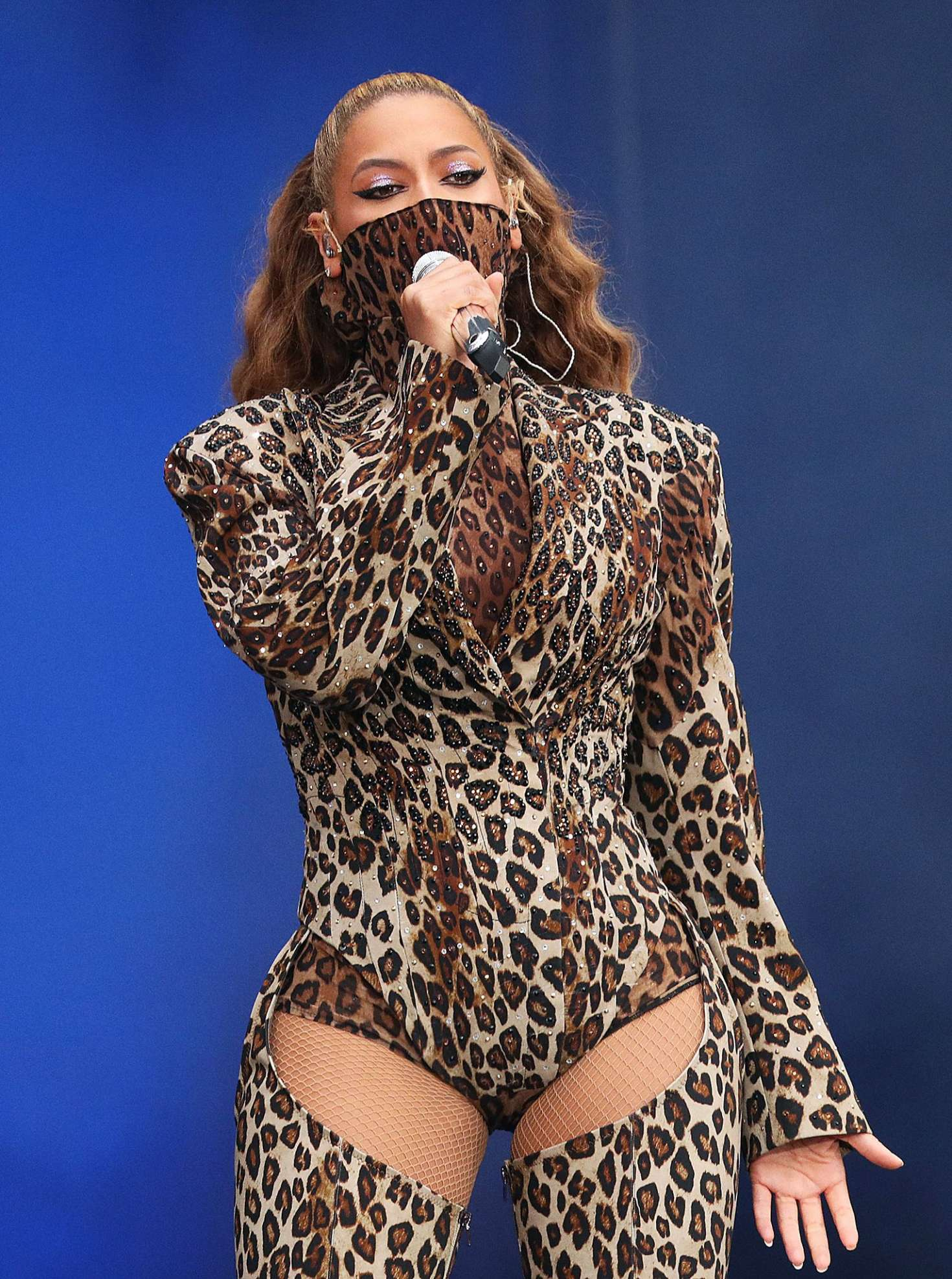 Beyonce and Jay-Z - Performs on The Run II Tour in London