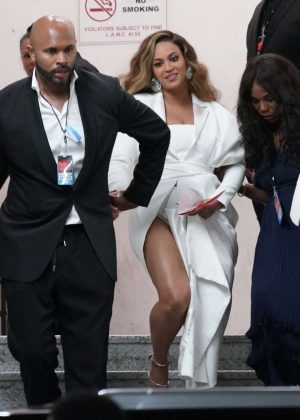 Beyonce - Arrives at 50th Annual NAACP Image Awards in Hollywood