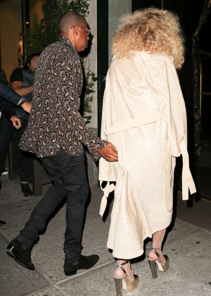 ae17988b9cd Beyonce Arriving at her birthday party -02 - Full Size