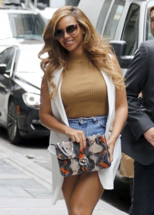 Beyonce - Arriving at her office in NYC
