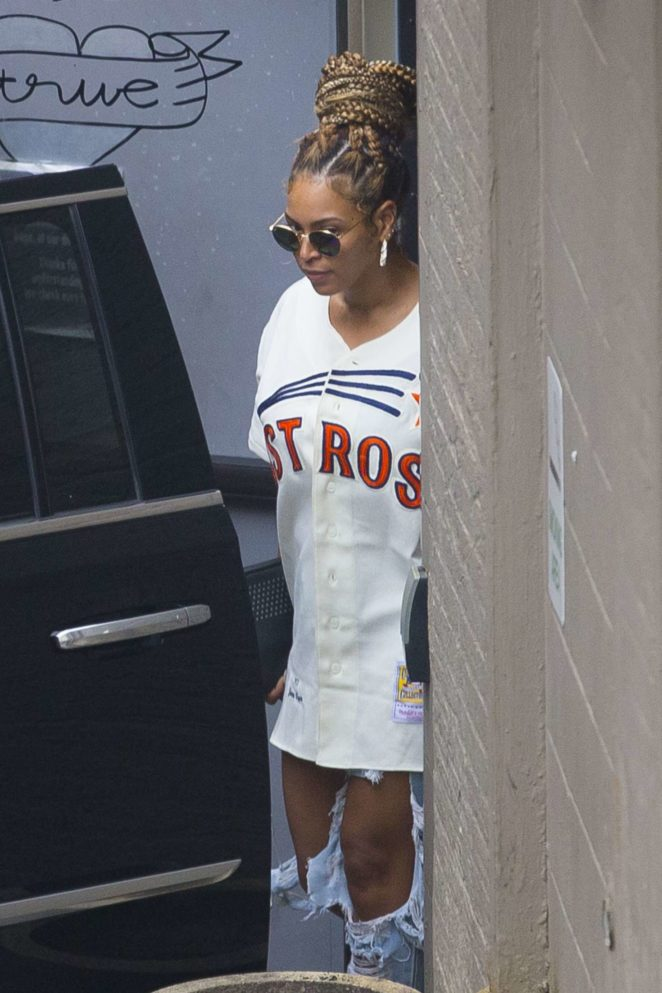 Beyonce at Dooky Chase restaurant in New Orleans