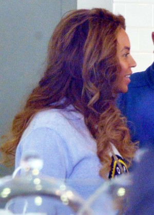 Beyonce at Duffs Cakemix in Los Angeles