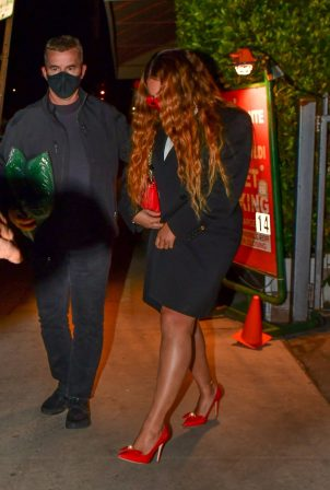 Beyonce - Dinner candids on Valentine's Day in Santa Monica