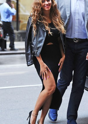 Beyonce - Heading to her office in NYC