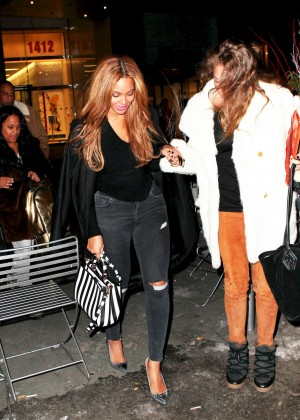 Beyonce in Ripped Jeans Out in NYC