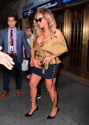 Beyonce - Leggy Night out in New York City