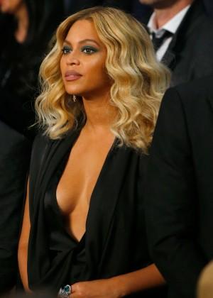 Beyonce - Miiguel Cotto vs Canelo Alvarez Fight in Las Vegas