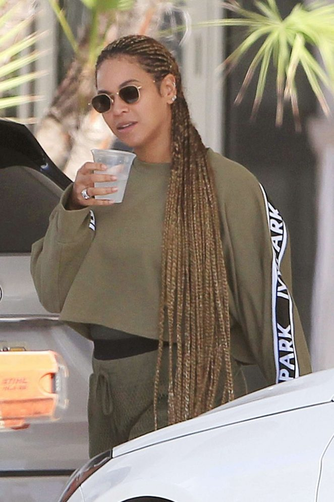 Beyonce on a luxury yacht in Miami