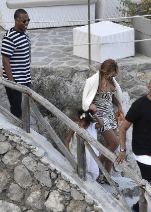 Beyonce Hot on vacation -03