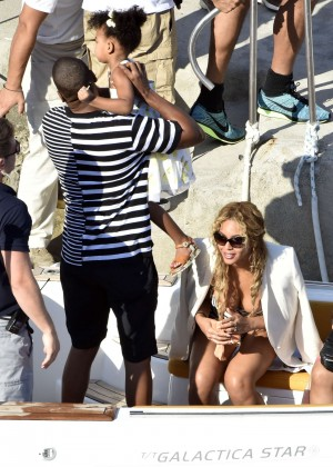 Beyonce Hot on vacation -07