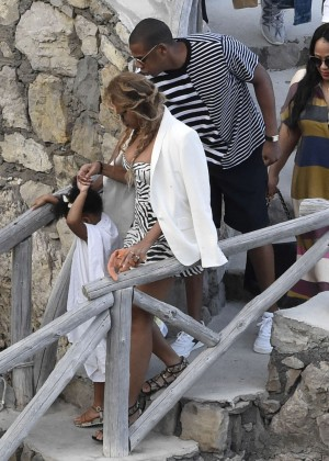 Beyonce Hot on vacation -11
