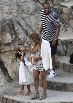 Beyonce Hot on vacation -16