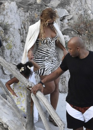 Beyonce Hot on vacation -18