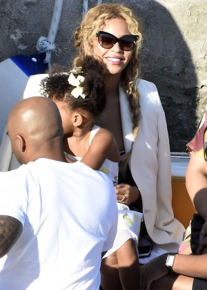 Beyonce Hot on vacation -21