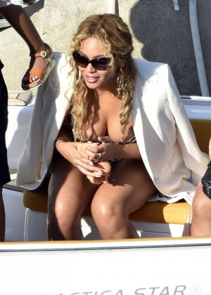 Beyonce Hot on vacation -22