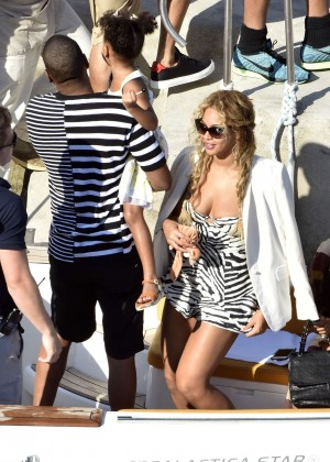 Beyonce Hot on vacation -25
