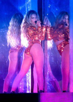 Beyonce - Performing at Formation Tour in Pasadena