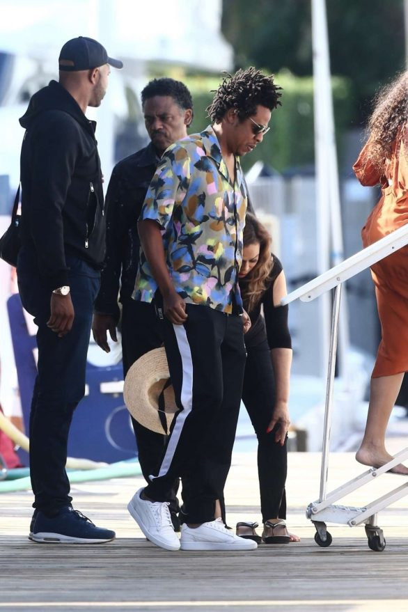 Beyonce 2019 : Beyonce – Seen at a local marina in Fort Lauderdale-01
