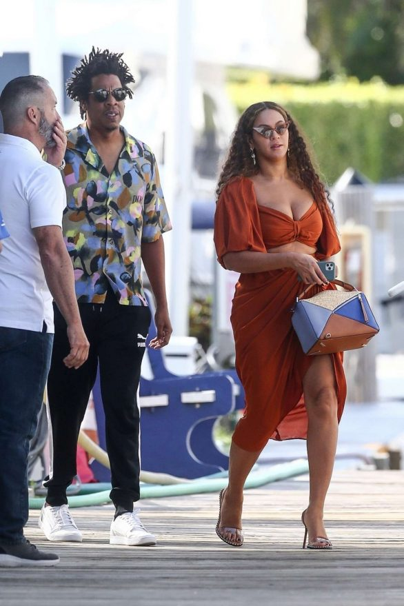 Beyonce 2019 : Beyonce – Seen at a local marina in Fort Lauderdale-14