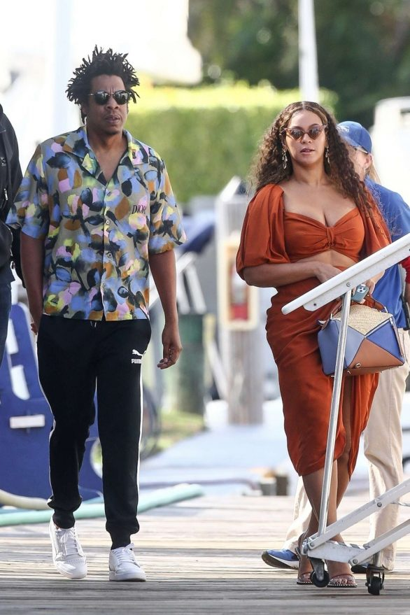 Beyonce 2019 : Beyonce – Seen at a local marina in Fort Lauderdale-18
