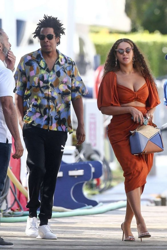 Beyonce 2019 : Beyonce – Seen at a local marina in Fort Lauderdale-19
