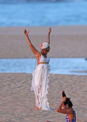 Beyonce - Seen On the beach in Hawaii