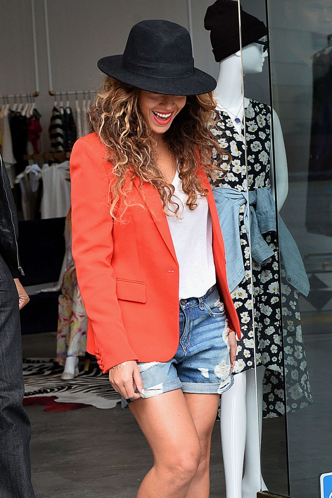 Beyonce in Jeans Shorts - Shopping at Alice and Olivia in LA