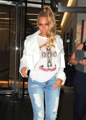 Beyonce in Tight jeans out in NYC