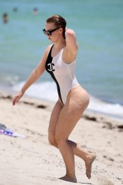 Bianca Elouise in Black and White Swimsuit on the beach in Miami