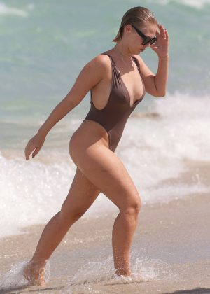Bianca Elouise in Swimsuit on Miami Beach
