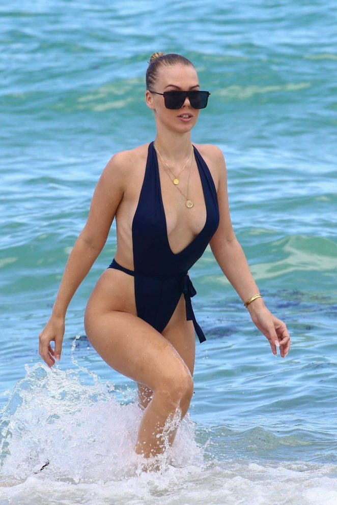 Bianca Elouise in Swimsuit on the beach in Miami
