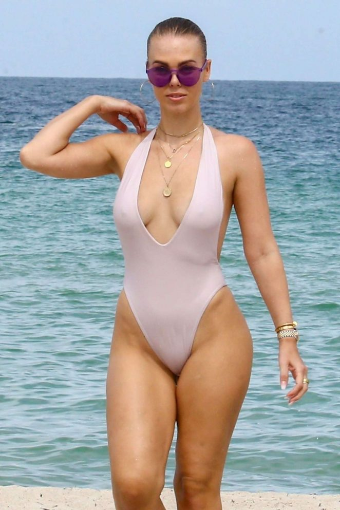 Bianca Elouise In White Swimsuit – Beach In Miami