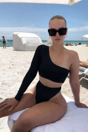 Bianca Elouise - Spotted on a beach in Miami