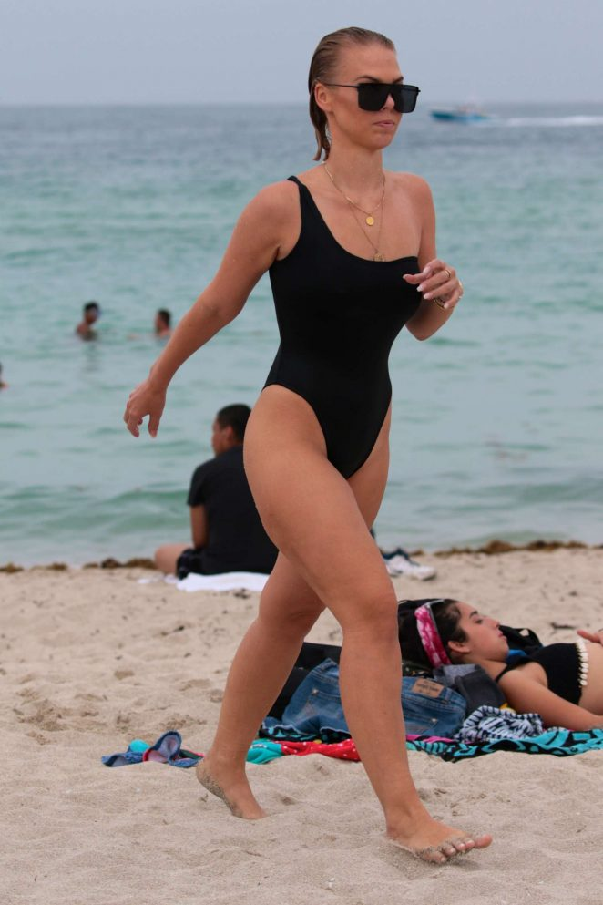 Bianca Elouise - Swimsuit Candids in Miami