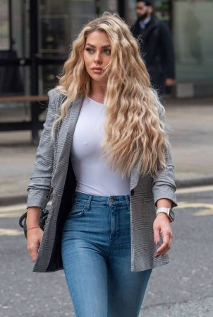 Bianca Gascoigne - Seen heading to Holland and Barrett in Holborn