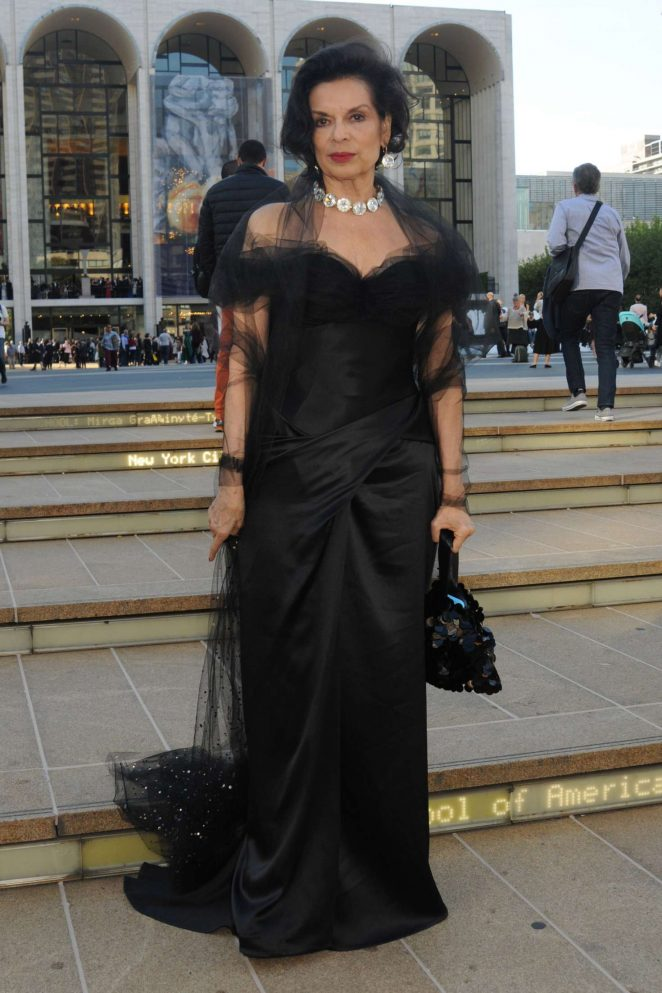Bianca Jagger - Arrives at Metropolitan Opera in New York