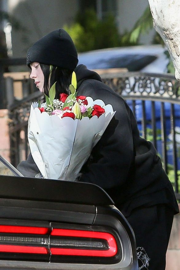 Billie Eilish - Dropping off bouquets of flowers to friends in Los Angeles