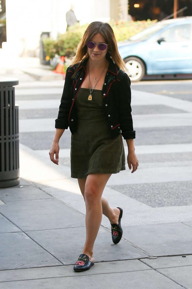 Billie Lourd - Seen while out for lunch in Beverly Hills