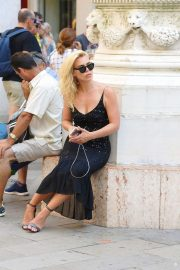 Billie Piper - Arrives in Venice Italy