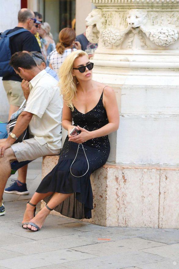 Billie Piper - Arrives in Venice Italy
