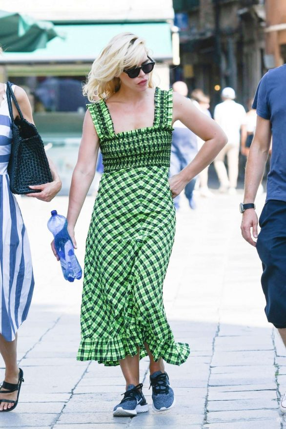 Billie Piper - In green dress while out with friends in Venice