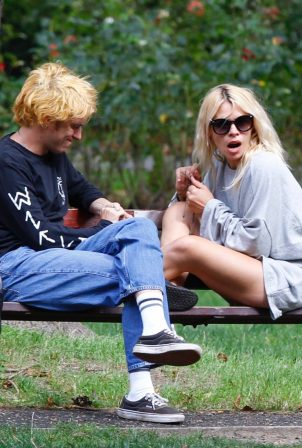 Billie Piper with her boyfriend Johnny Lloyd - Spotted at a park in a London