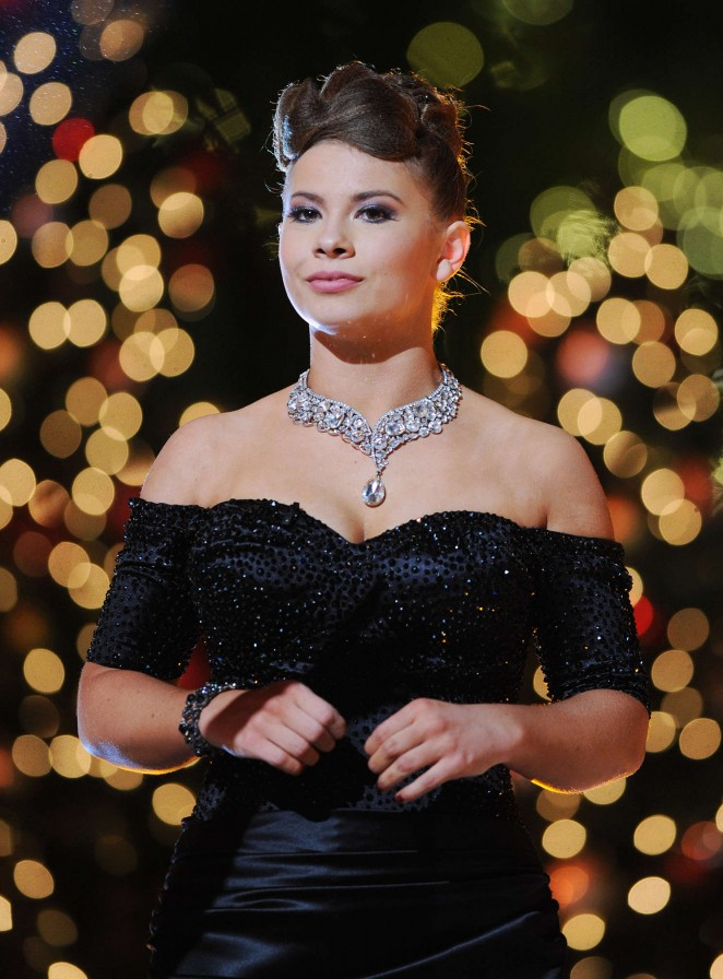 Bindi Irwin - Dancing With The Stars Finale in Los Angeles